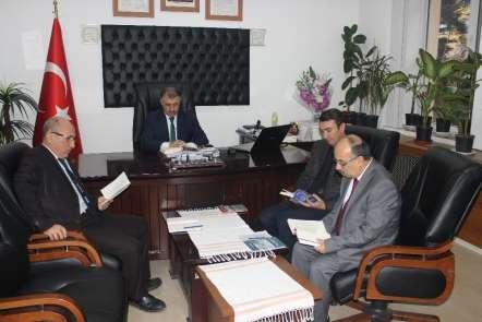 Turhal'da memurlardan 'Kitap Tokat' projesine destek