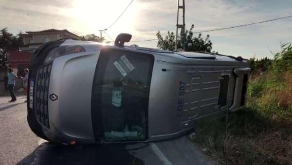 Beylikdüzü'nde kazaya karışan okul servis aracı takla attı. Çok sayıda öğrenci y