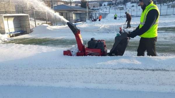 5 gündür kar yağmayan ilçelerde maçlar iptal edildi