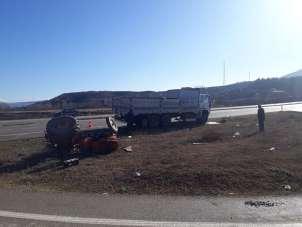 Boyabat'ta traktörle kamyon çarpıştı: 1 yaralı