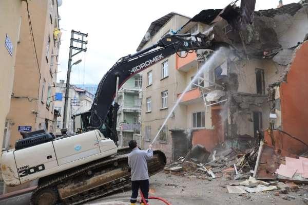 Kötü amaçlı kullanılan metruk binalar yıkılıyor