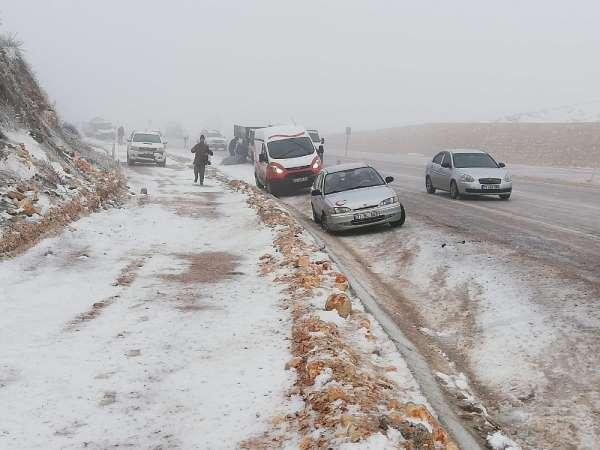 Hatay'da kar ve buzlanma kazalara neden oldu