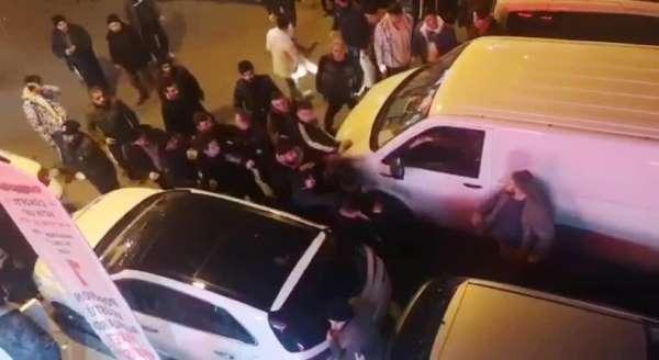 Kağıthane'de tacizci olduğu iddia edilen şahsa meydan dayağı