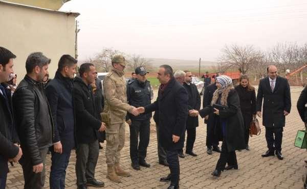 Vali Soytürk şehit polisin ailesiyle bir araya geldi