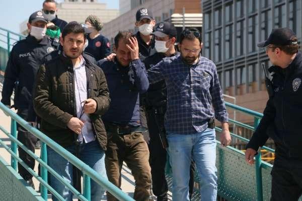 Manisa'da elindeki bıçakla üst geçidi kapatan şahıs gözaltına alındı