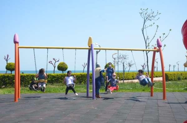 Parklar 40 gün sonra miniklerle doldu