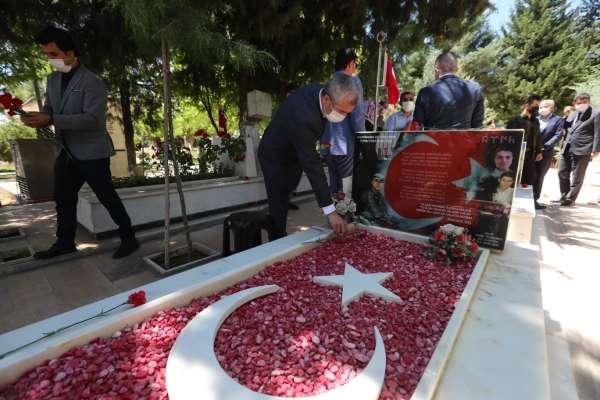 Başkan Tahmazoğlu şehitler için dua etti