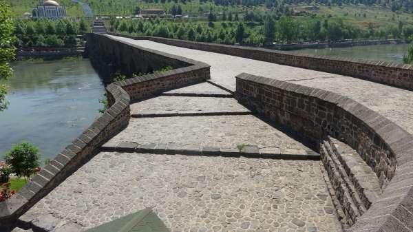 Kısıtlama bayrama denk geldi, Diyarbakırda tarihi mekanlar sessiz kaldı