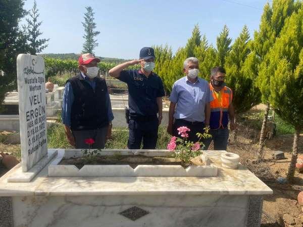 Sarıgöl jandarmasından şehit mezarlarına bakım