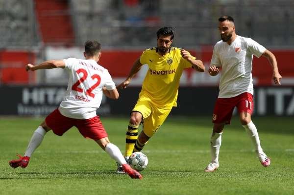 Dortmund zirve yarışına devam dedi!