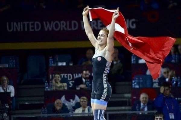 Buse Tosun, Poland Open Güreş Turnuvasında gümüş madalya kazandı