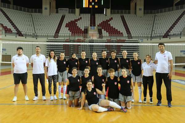 Kepez voleybol A takımı finallerde Antalyayı temsil etme hakkı kazandı