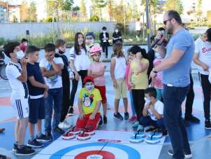 Floor Curling ile eğlendiler