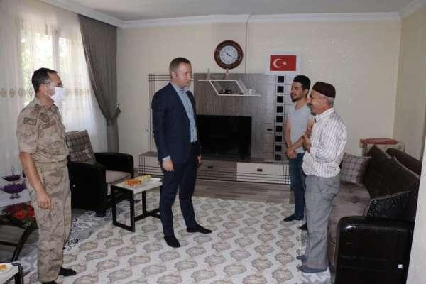 Hizan Kaymakamı Muhammed İkbal Yelek, şehit ailesini ziyaret etti
