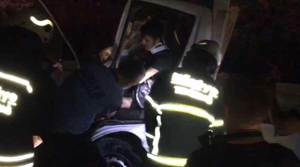 Kazaya karışan sürücü sıkıştığı yerden güçlükle kurtarıldı