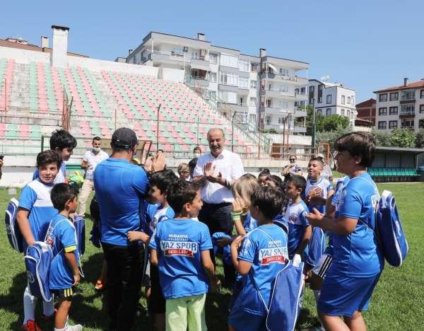 Yaz Spor Okulunda formalar Başkan Türkyılmazdan