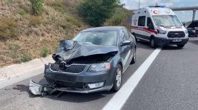 Kuzey Marmara Otoyolu Edirne istikameti Sarıyer mevkiinde iki otomobilin karıştı
