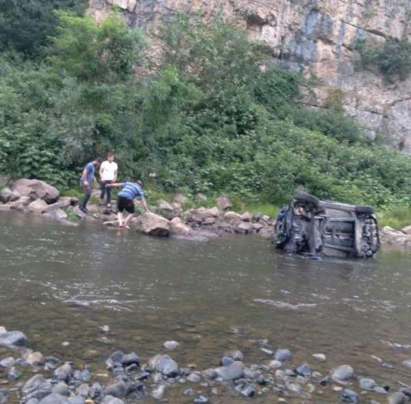 Otomobiliyle ırmağa yuvarlanan uzman onbaşı hayatını kaybetti
