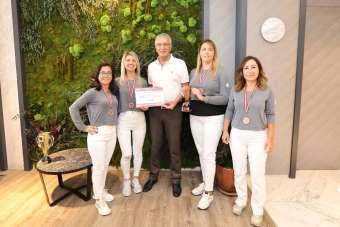 Mezitli Belediyesinin kadın tenisçileri Manavgat'tan şampiyonlukla döndü