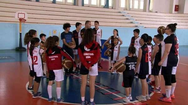 Hasketbol Kulübünde 42 kardeş antrenmanlarını sürdürüyor