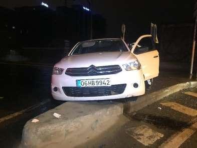 Bakırköy'de Polisin 'Dur' ihtarına uymayan araç kaza yaptı