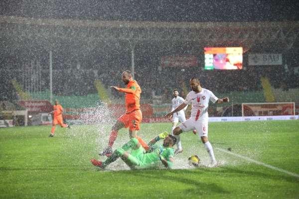 Süper Lig: Alanyaspor: 0 - Antalyaspor: 0 İlk yarı