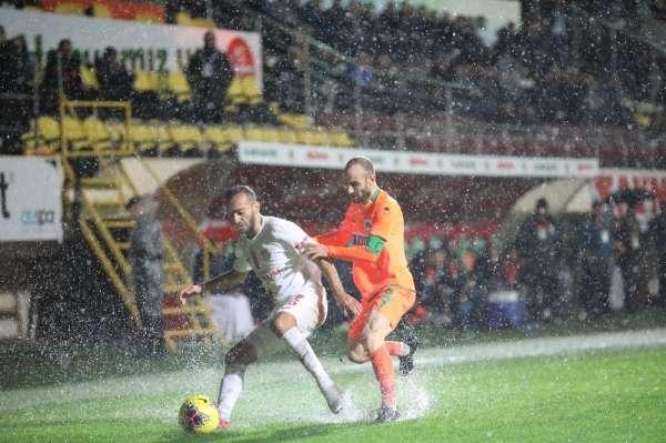 Süper Lig: Alanyaspor: 0 - Antalyaspor: 0 Maç sonucu