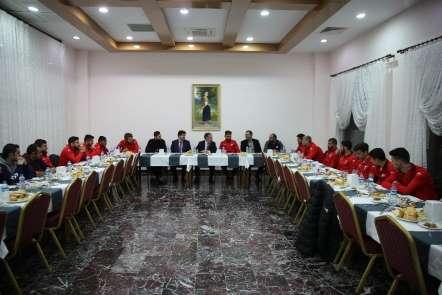 Rektör Biber'den Serhat Ardahansporlu futbolculara moral yemeği
