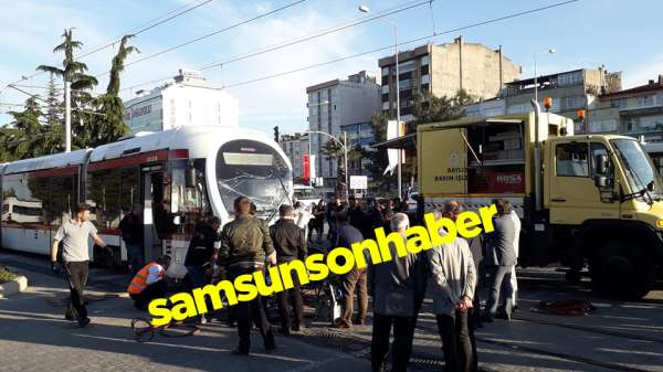 Samsun'da feci Trafik Kazası : Tramvay İle TIR Çarpıştı