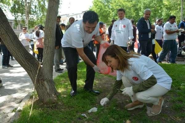 Ardahan'da çevreyi koruma farkındalığı çöp toplama etkinliği