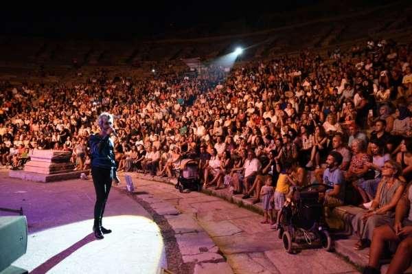 Manuş Babadan tarihi antik tiyatroda konser