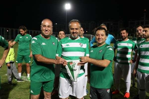 Başkan Aktaş'tan dostluk maçında 'hat-trick'