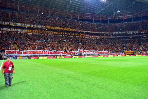 Galatasaray taraftarından TFF'nin kararlarına tepki