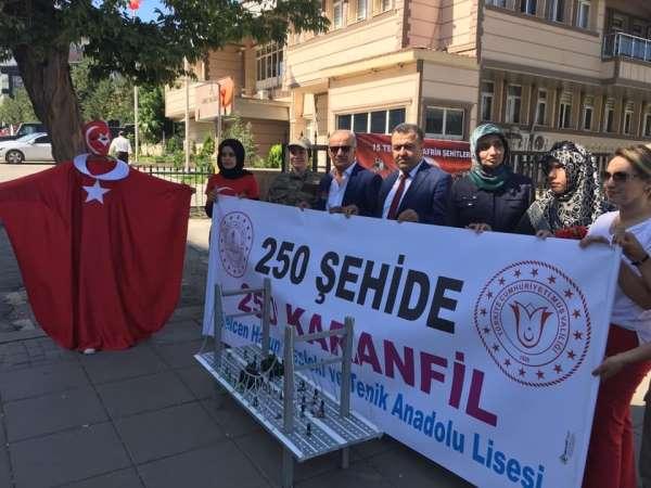 Muş Selcen Hatun Mesleki ve Teknik Anadolu Lisesi öğretmen ve öğrencileri, 250 ş