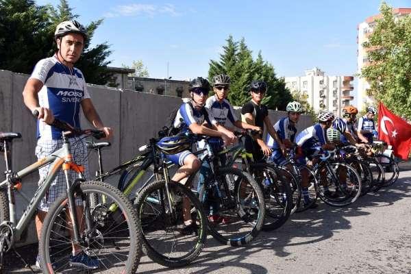 Şehit polisi anmak için 35 kilometre pedal çevirdiler