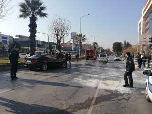 Kazaya karışan araçlardan biri alev aldı: 2 yaralı