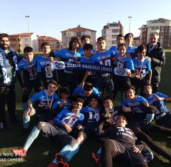 Liseler arası futbol turnuvasının şampiyonu 15 Temmuz Şehitler Anadolu Lisesi ol