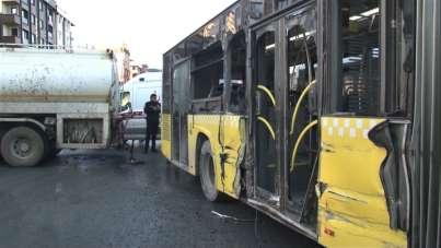 Sultangazi'de su tankeriyle halk otobüsünün çarpıştığı kaza kamerada
