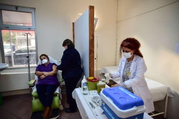 İstanbul Üniversitesi İstanbul Tıp Fakültesi Hastanesi'nde aşılama başladı