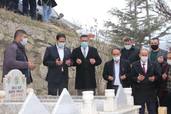 Koronadan ölen başkan, mezarı başında anıldı