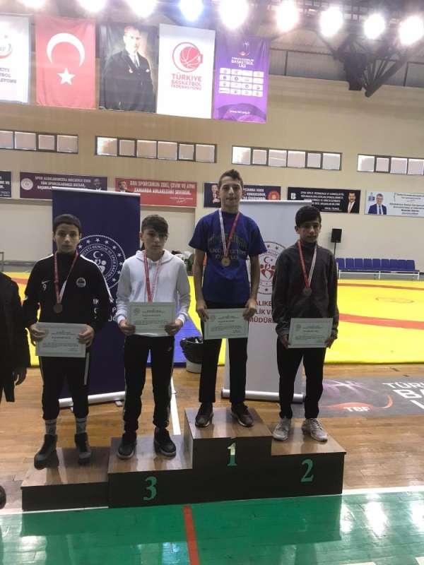İzmit Belediyesporlu genç güreşçi, Kocaeli'yi temsil edecek