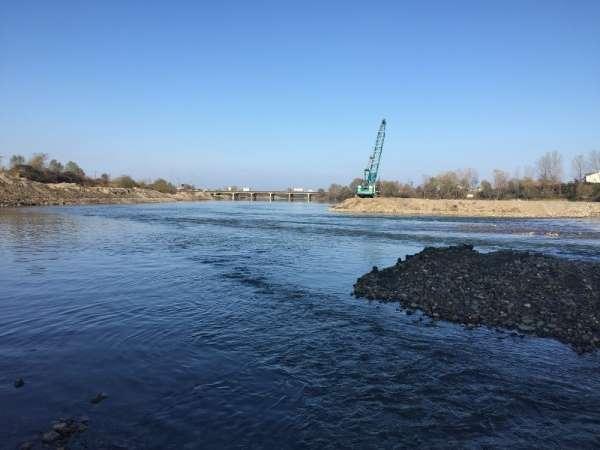 Melet Irmağı'nda makineli çalışmalar devam ediyor
