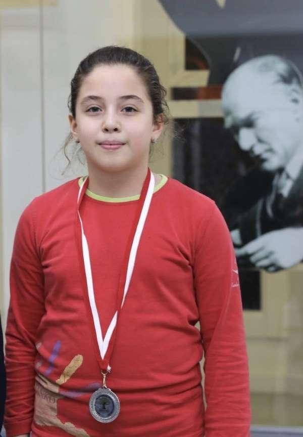 SANKO öğrencisi Beren Kalyoncu satrançta il ikincisi oldu