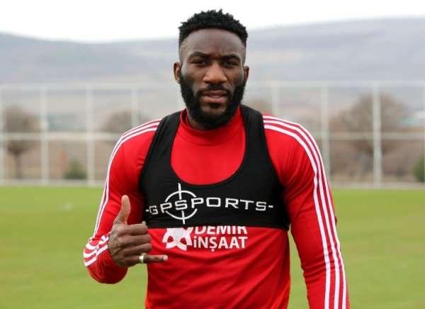 Aaron Appindangoye: 'Futbolu çok özlüyorum'