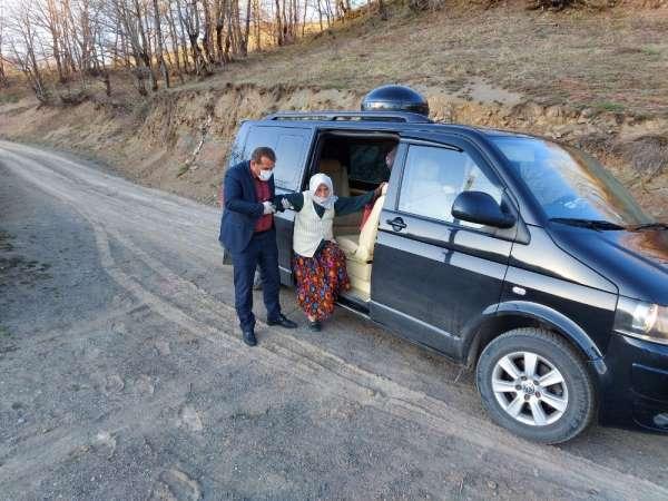 Korona virüsü yenen yaşlı kadına makam aracını tahsis etti