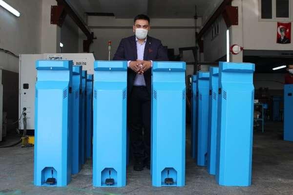 Dünya ülkeleri Kocaeli'de üretilen temassız dezenfektan makinesi için sıraya gir