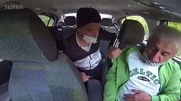 İstanbul'da taksi içerisinde dehşet veren dakikalar: Bıçak zoru ile gasp etti