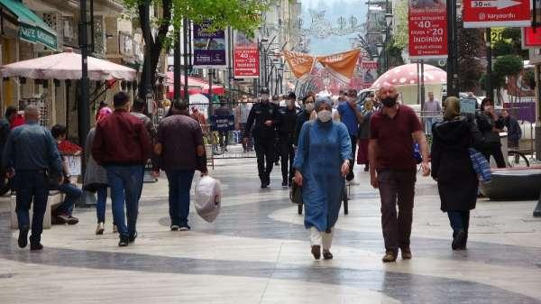 Ordu sokaklarında insan yoğunluğu