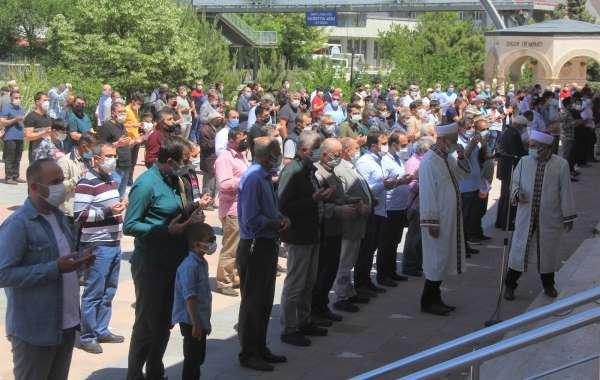 Kudüste şehit olan Filistinliler için gıyabi cenaze namazı kılındı