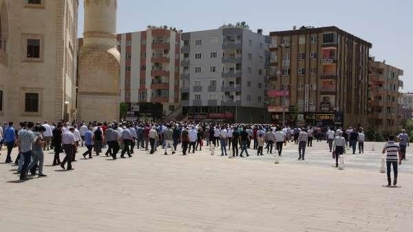Mardinde İsrailin saldırıları sonucu hayatını kaybeden Filistinliler için giyabi cenaze namazı kılındı